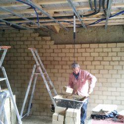 Mur de brique en terre crue chanvrée