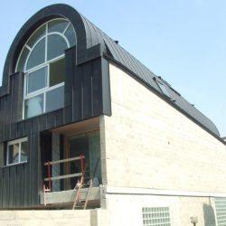 Façade de la Maison bioclimatique à Saint Cloud (92) toit en berceau en zinc