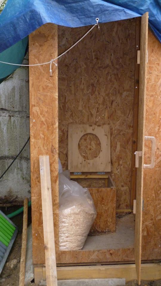 des toilettes sèches pour limiter l'impact environnemental du chantier